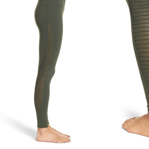 6a58325148337 ALO Yoga Pants | Nwt Luminous Legging In Hunter Green | Poshmark